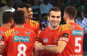 Who will become the 1st team to reach Pro Kabaddi Finals ? Gujarat Fortune Gaints or Bengal worrier Live qualifier match